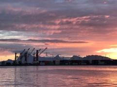 Containerhafen und Moorea