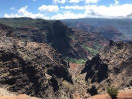 Canyon-Suchbild mit Wasserfall