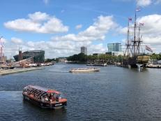 links Nemo, rechts Schifffahrtsmuseum