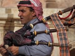 traditionelles Instrument - der Dudelsack. Wer hätte das gedacht?